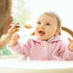 Bebelus care mananca la 11 luni