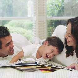 Copil cu mama si tata
